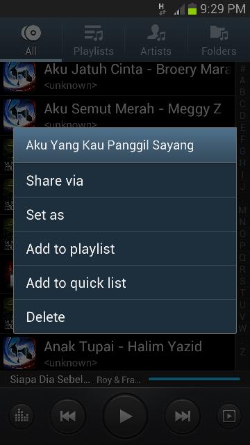 Melalui 'Music Player', pilih lagu yang diingini.